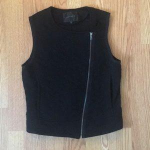 black zip-closure vest with pockets